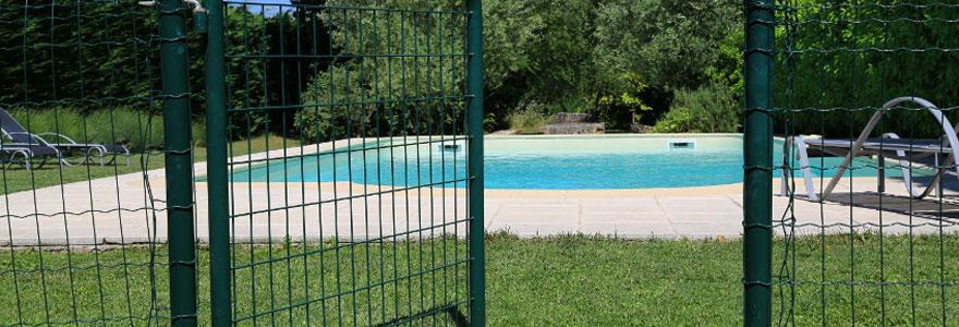 Comment sécuriser une piscine pour protéger ses enfants